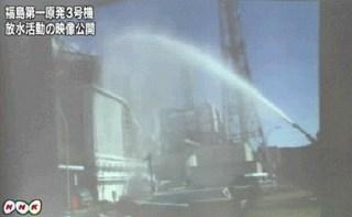 NHK_福島第一原発_航空自衛隊A-MB-3放水.jpg